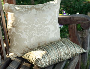 What's the right throw pillow size for your decor?